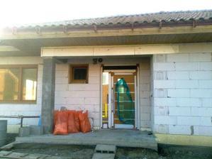 Takto nase nove dvere vyzeraju z vonkajsej strany, zrkadlovy efekt je dobre viditelny.