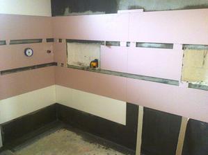 V tomto rohu bude sprchovy kut aj s nikou, zajtra uz dokoncia steny a do piatku bude aj podlaha.