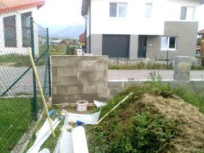 Okrem kupelne makame aj na plote - sietkujeme