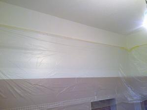 A tot vysledok mojej snahy, cely ten pas nad obkladackami az po strop som urobila JA! :)