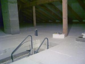 Pred zateplenim stropu sme mali v dome 17°, po zatepleni 20cm polystyrenom je uz dnes 19,5° (odstup necele 2 dni)