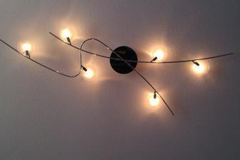 Rozsvietena lampa v spalni ;-)