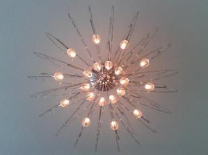 Lampa v obyvacke.