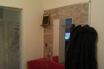 Pokrok v predizbe, este cakame na skrine okolo vesiakovej steny a lavicu.