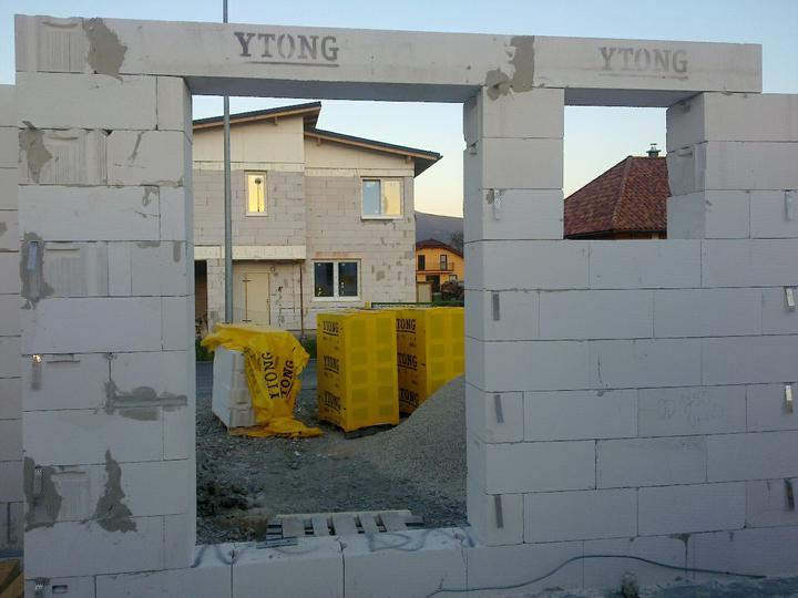 Murovanie - Uz chybaju len dvere