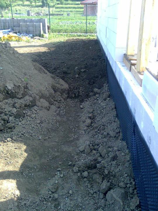 Murovanie - Zasypavanie zakladov - zadna, zapadna strana, tu bude terasa