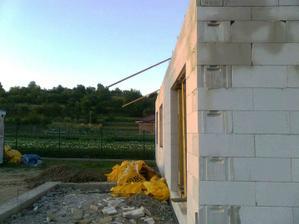 A toto je sklon nasej buducej strechy ...