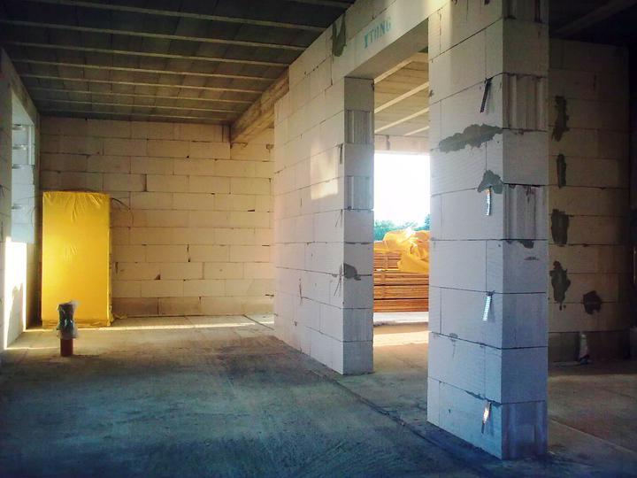 Murovanie - Po velkom upratovani, teraz mozeme postavit priecky (tehly mame ;-)