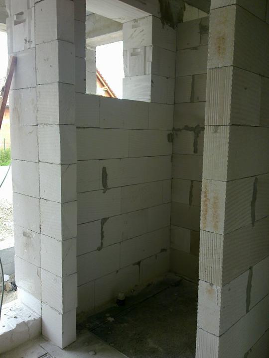Murovanie - Male WC-ko, dvere budu posuvne.
