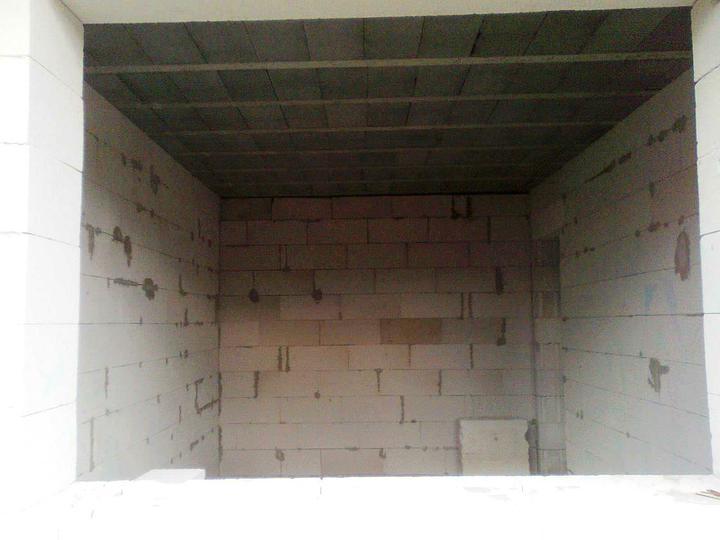 Murovanie - Priecky su hotove, uz len montazna pena pod strop. Toto bude detska izba ...