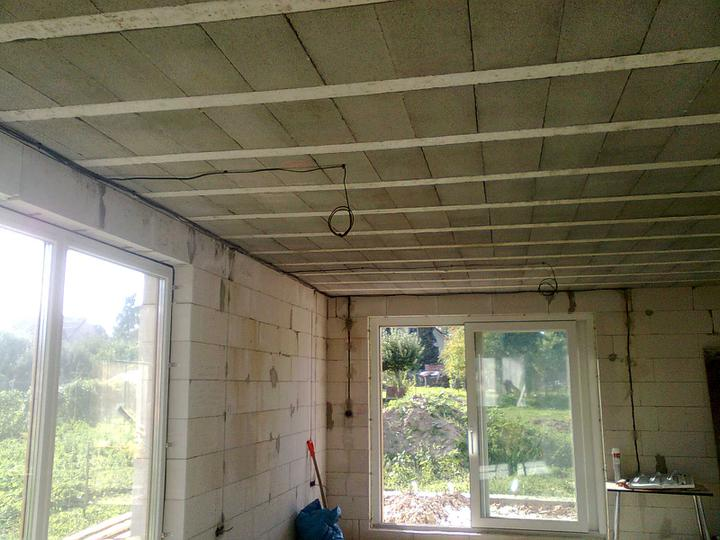 Hruba stavba a strecha finito - uz LEN dokoncujeme :) - Zacali sme robit elektrinu ...