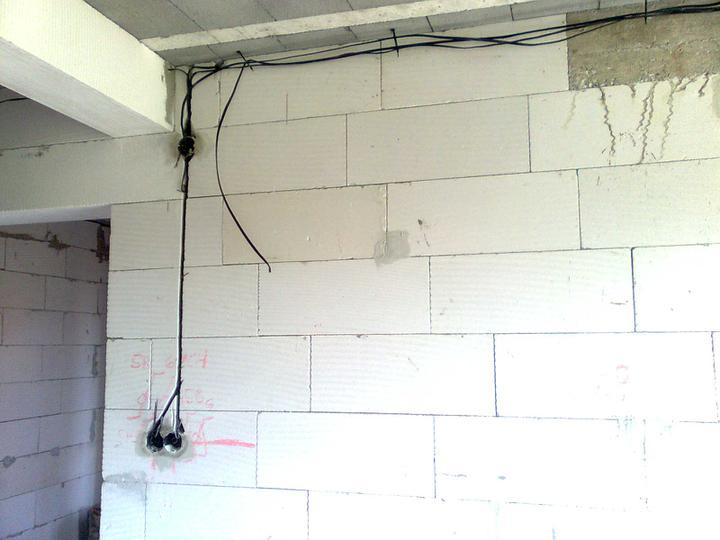 Hruba stavba a strecha finito - uz LEN dokoncujeme :) - Este to musime daako pospajat ;-)