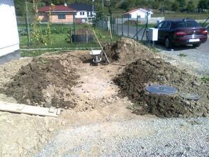 """""""Dialnica"""" pre pripojenie plynu do domu hotova, teraz uz len vykopat ..."""