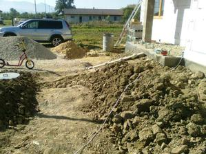 Hromada strku aj piesok uz su prec, buduci tyzden mozno bude vykopane