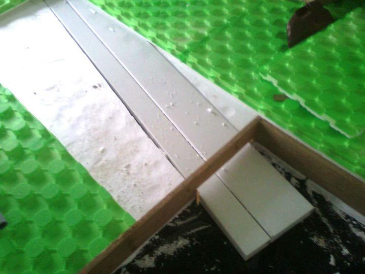 Hruba stavba a strecha finito - uz LEN dokoncujeme :) - Externy privod vzduchu pre krb je polozeny pod systemovymi platnami