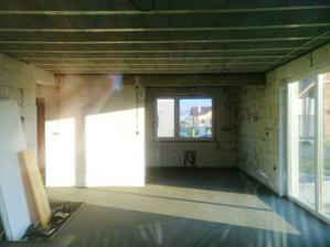 ... a takto obyvacka s kuchynou (fotene cez okno).