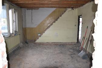 pohľad z budúcej spálne na obývačku