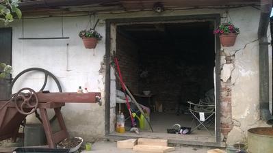 """kým do dome pršalo,prvá časť budúceho altánku """"sa vymurovala""""...."""