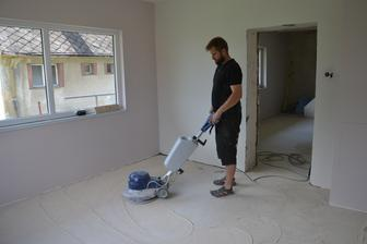 brúsenie podlahy pred penetráciou