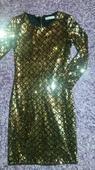 trblietavé šaty, L