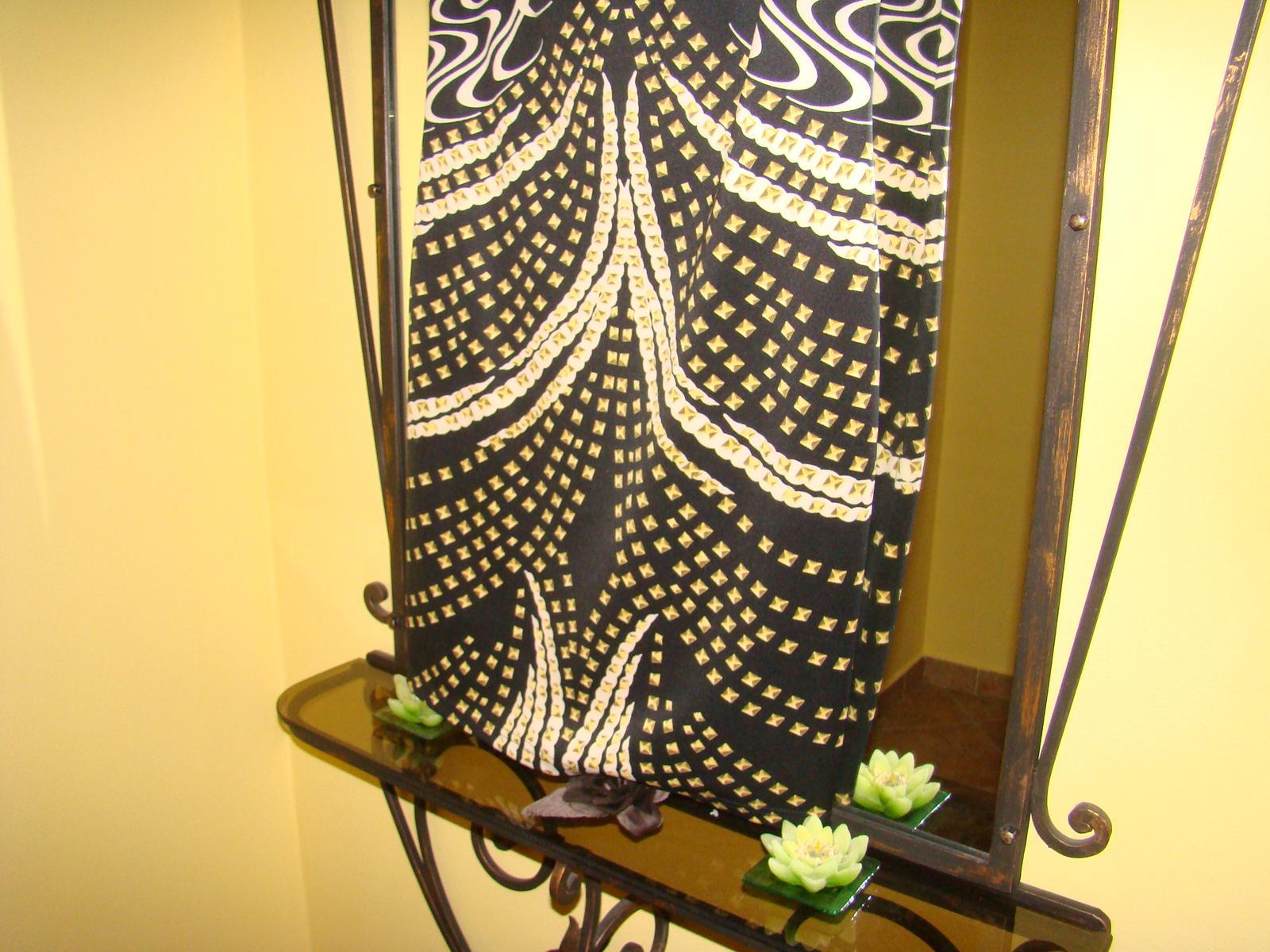 Nenosene Rouge šaty do spoločnosti - Obrázok č. 3