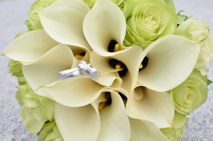 Svadobná kytica a svadobné obrúčky - Obrázok č. 2