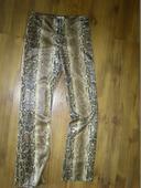 Kalhoty s hadím vzorem, 36