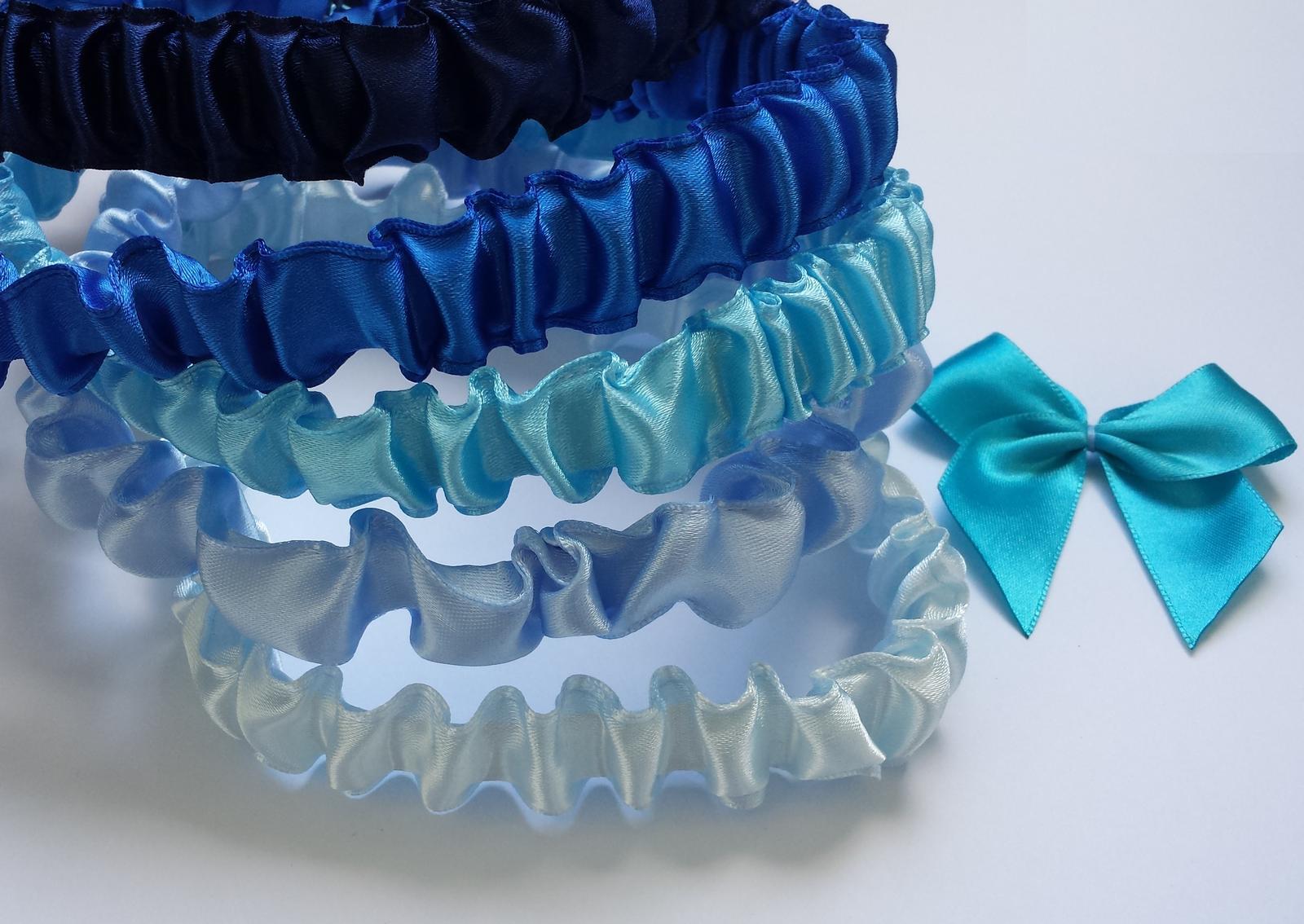 Podvazky + nově sady Swarovski podvazků - Různé odstíny modré, včetně tyrkysové, sady lze vyrobit i v mnoha jiných barvičkách.