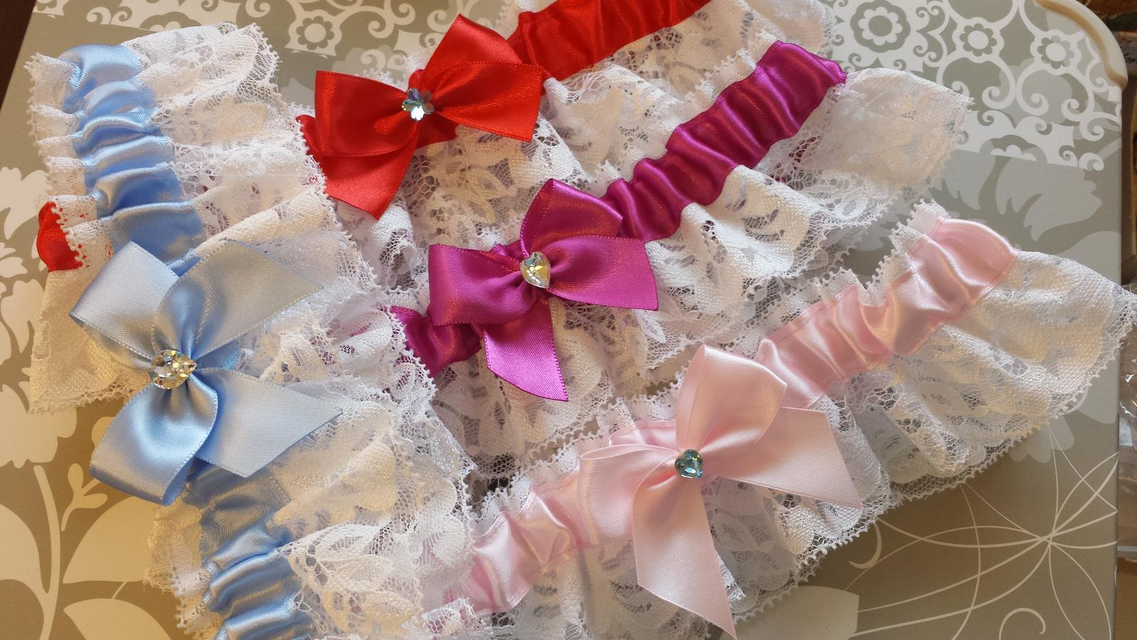 Podvazky + nově sady Swarovski podvazků - Mnoho odstínů růžové i dalších barviček.
