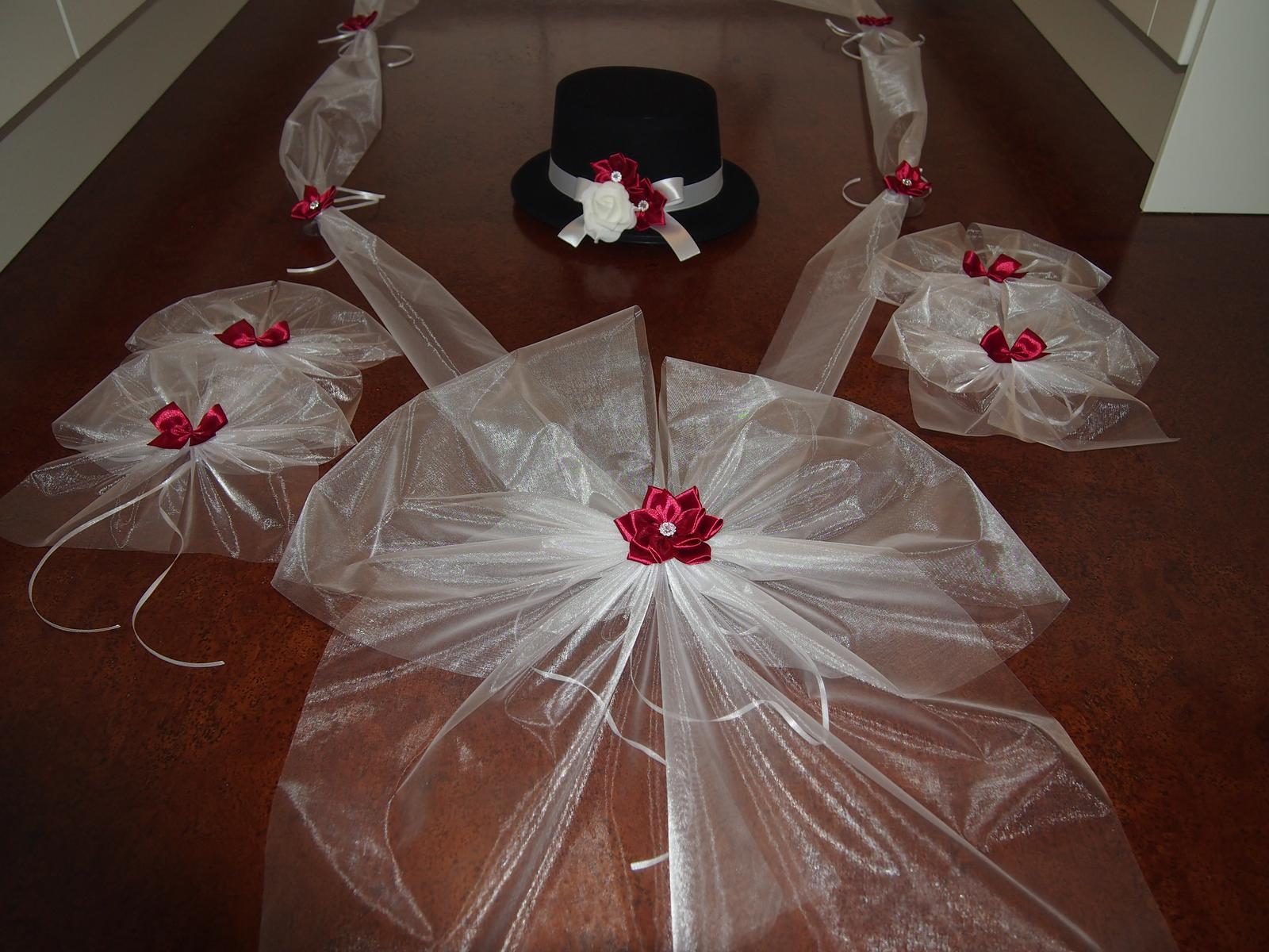 Svatební dekorace na auta - Bordo s kanzashi