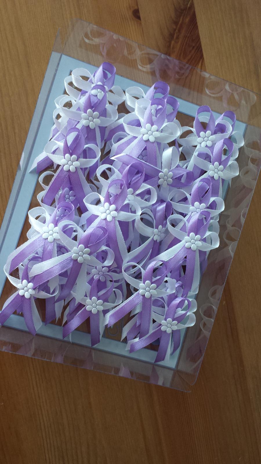 Vývazky - Lila vývazky s velkou látkovou květinkou