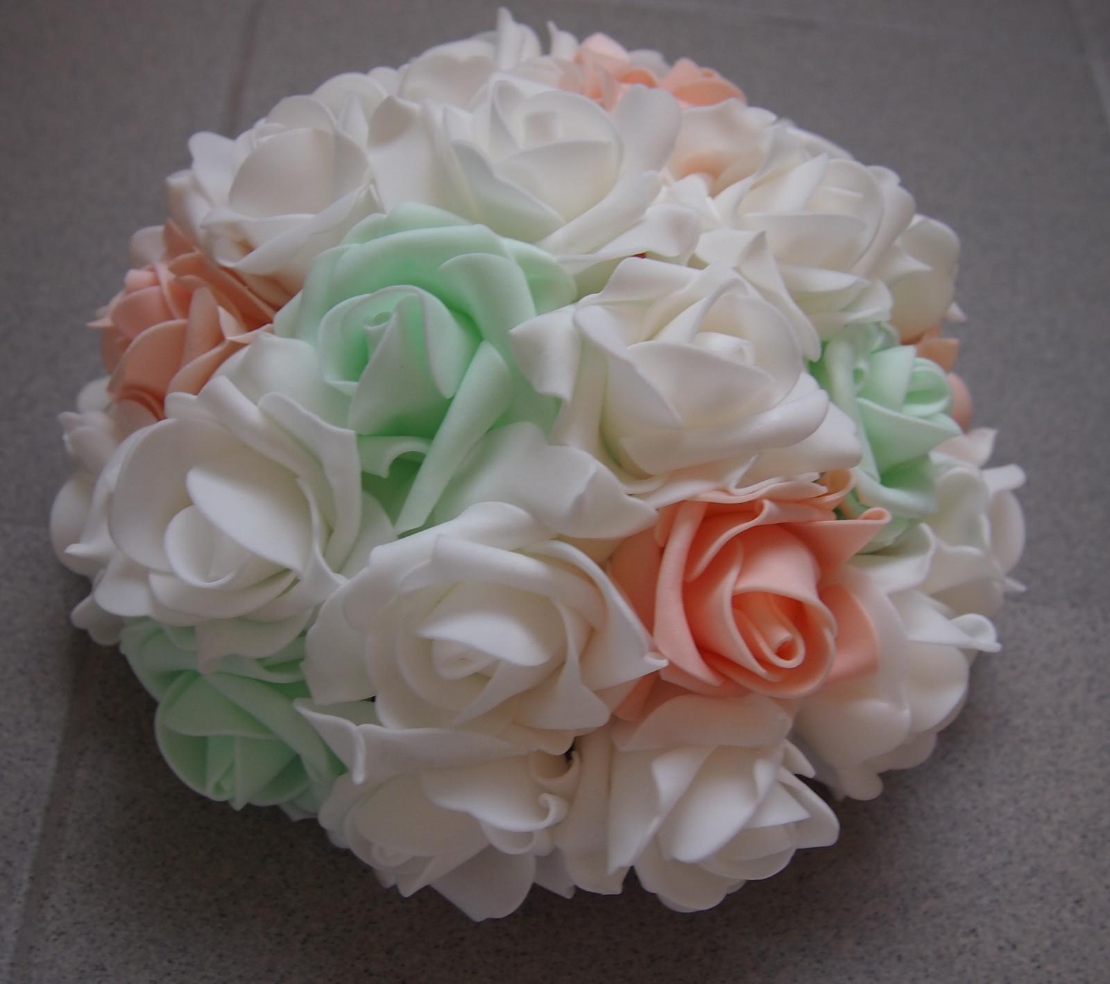 Svatební dekorace na auta - Na přání bílá, meruňková a mentolová :o)