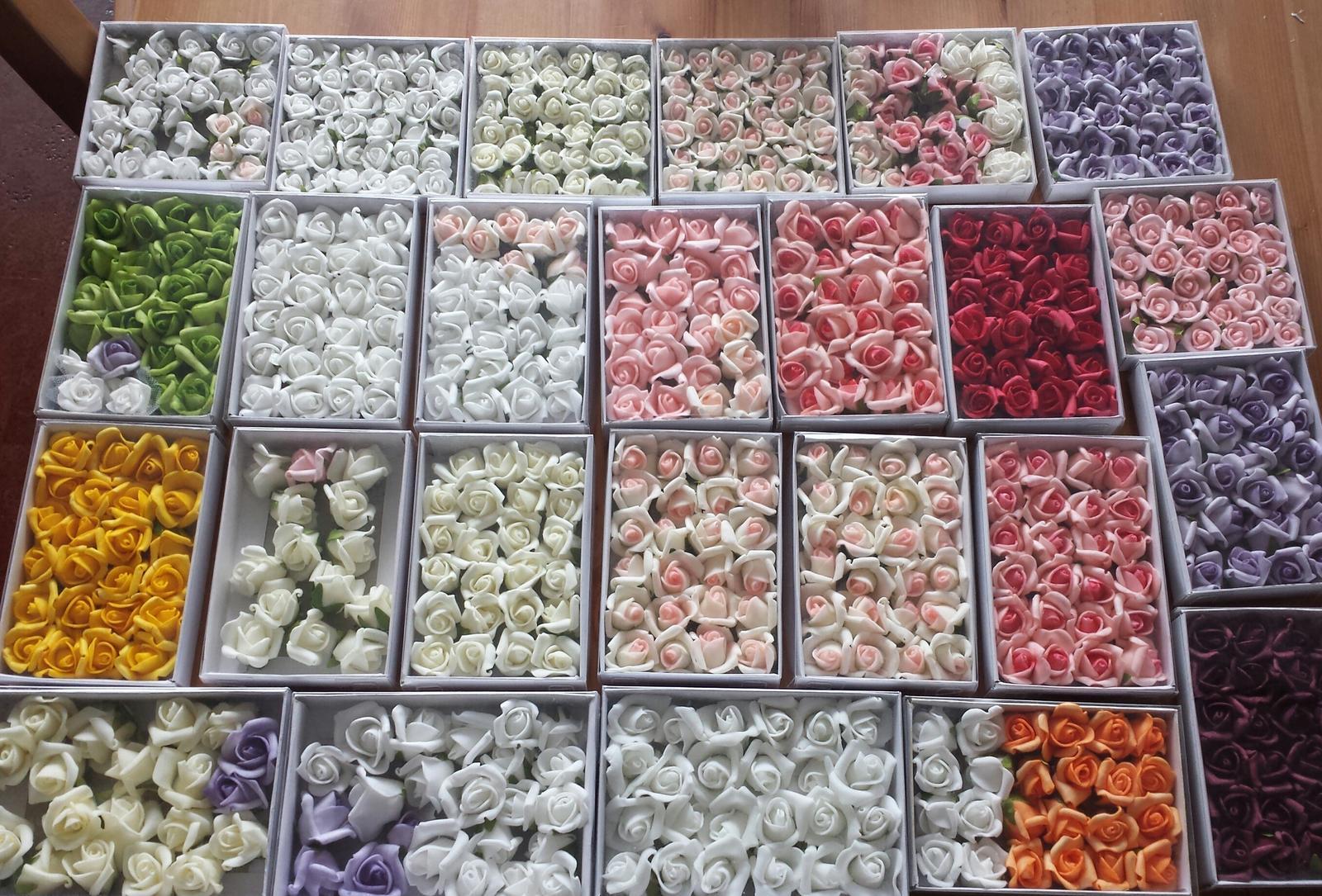 Svatební dekorace na auta - a mnoho dalsich barvicek kvetinek ma vyber....