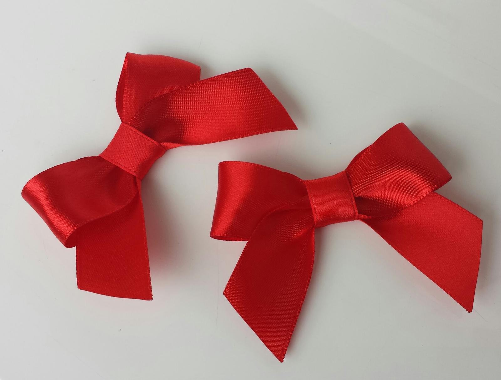 Klipy na boty barva a tvar dle přání - Červené klipy na přaní