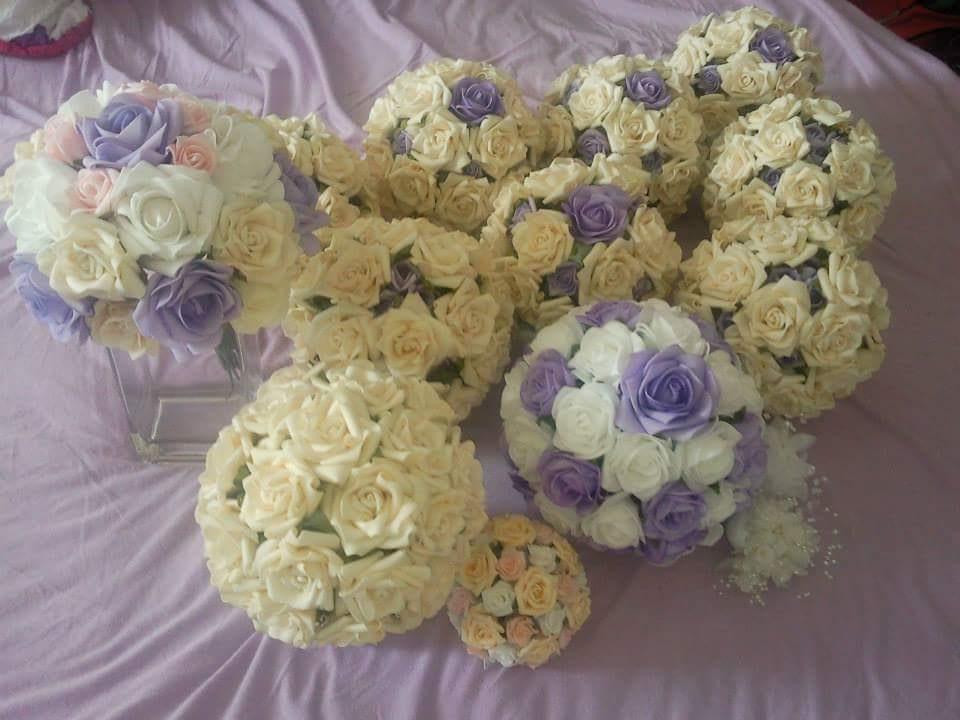 Svatební dekorace na auta - Koule na dekoraci párty stanu a házecí květina.