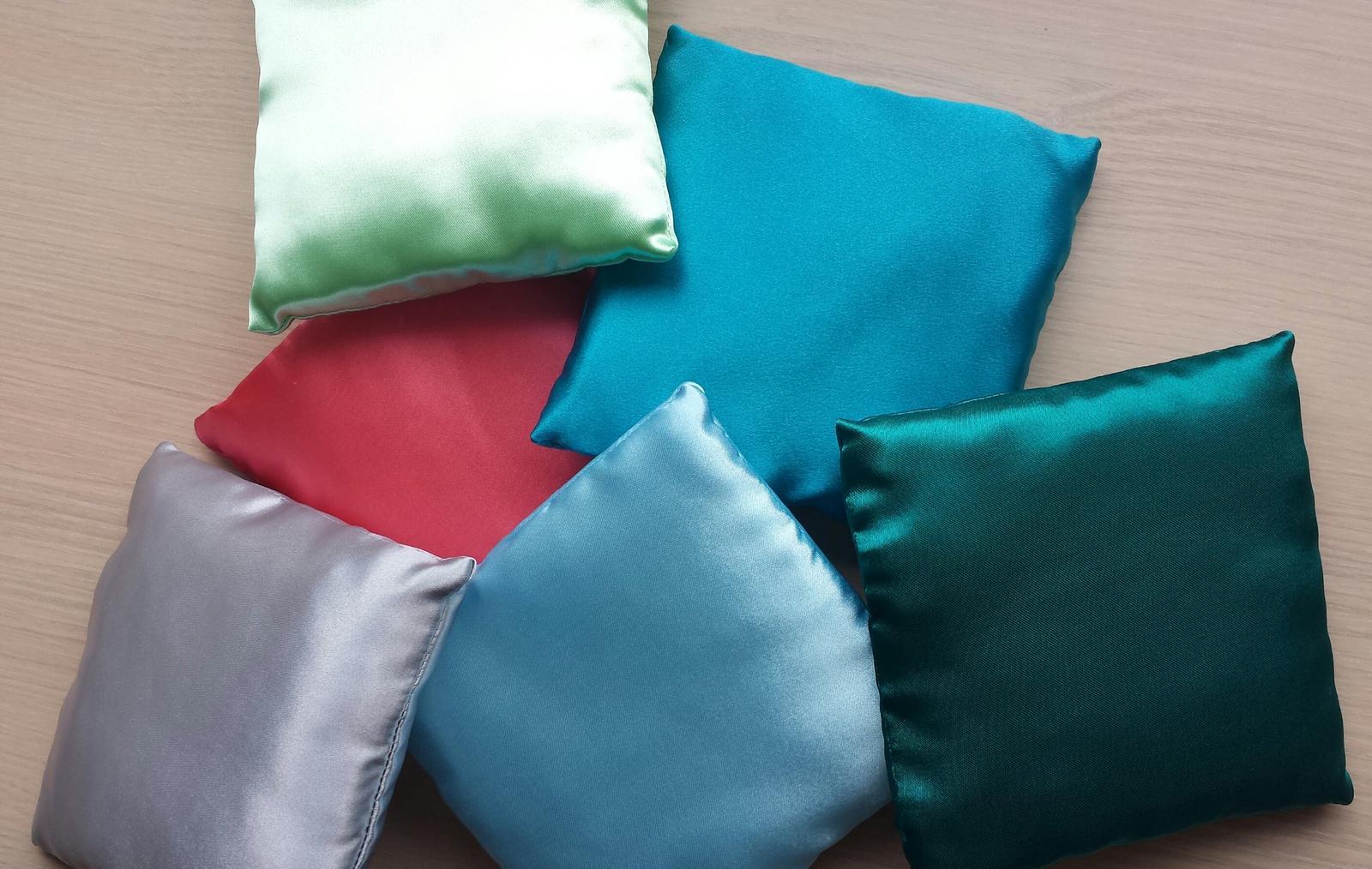 VÝPRODEJ - Vyprodej barevnych polstarku k dozdobeni...rozmer 14x14 cm...Cena 60 Kc/kus
