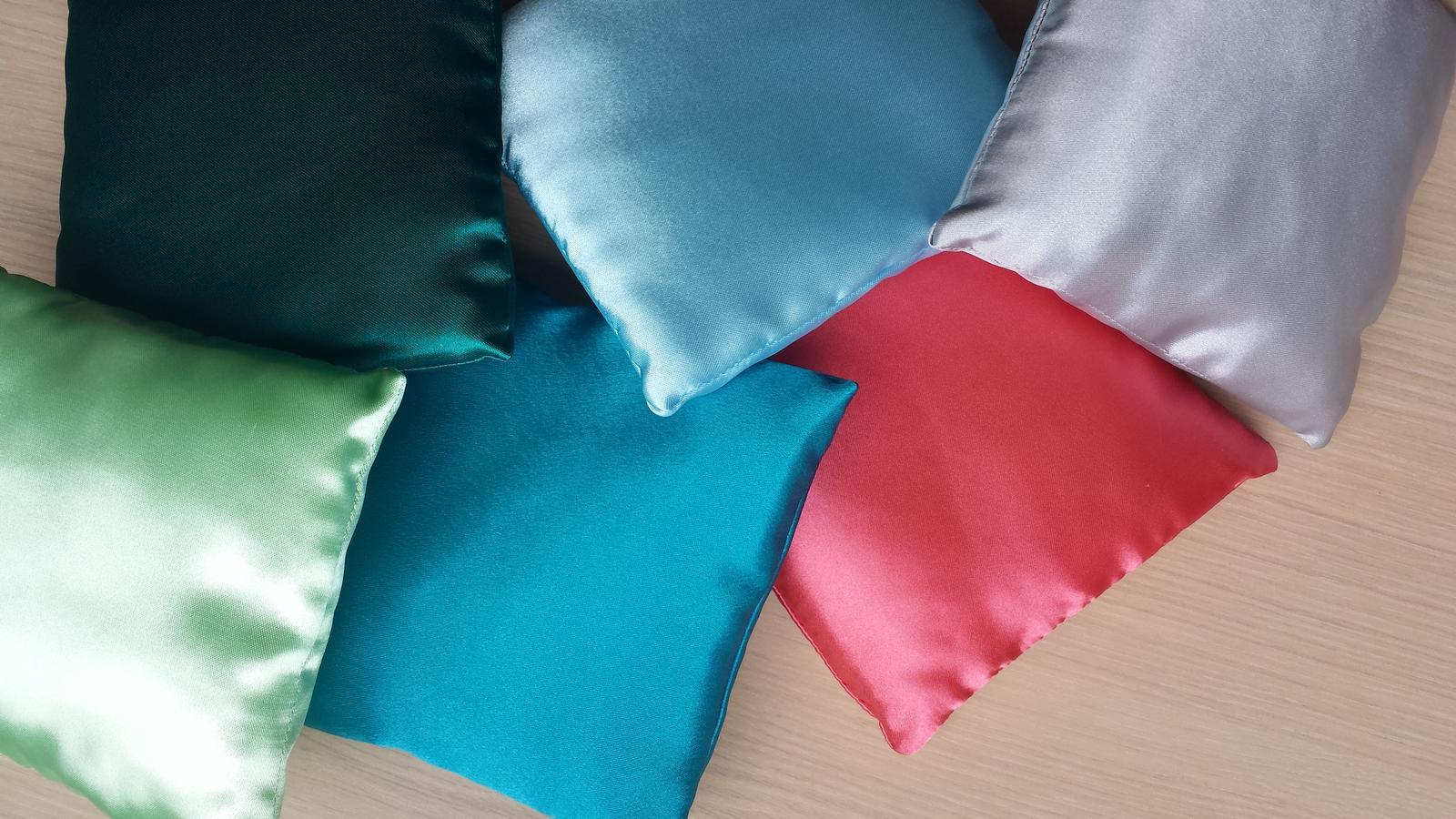 VÝPRODEJ - zelenkavá, modrozelená, tyrkysová, světle modrá, korálová, světle šedá...60 Kc kus  rozmer 14x14 cm