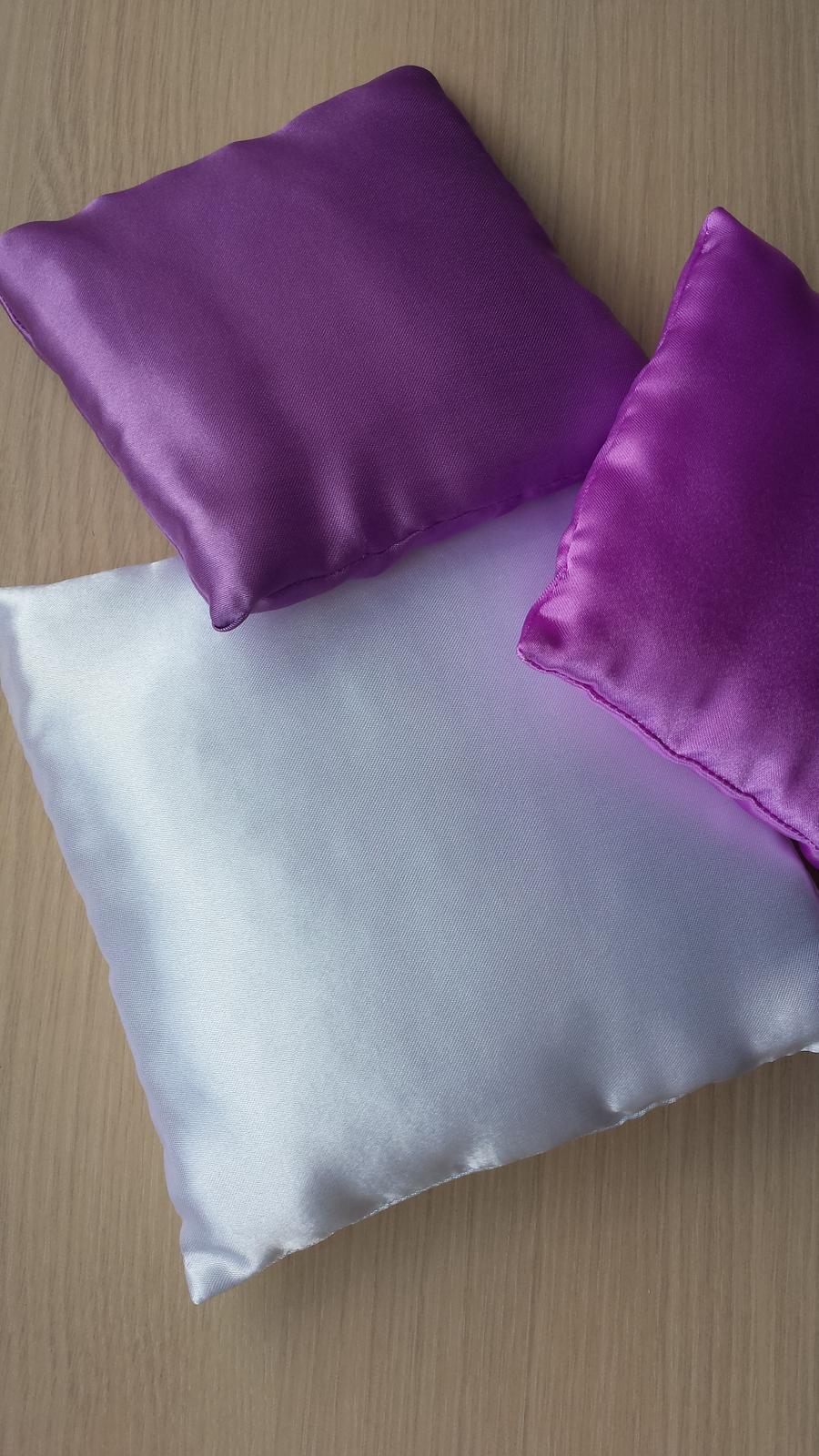 VÝPRODEJ - Bily 18x18 cm, fialovy a ruzovofialovy rozmer 14x14 cm..cena 60 KC/kus