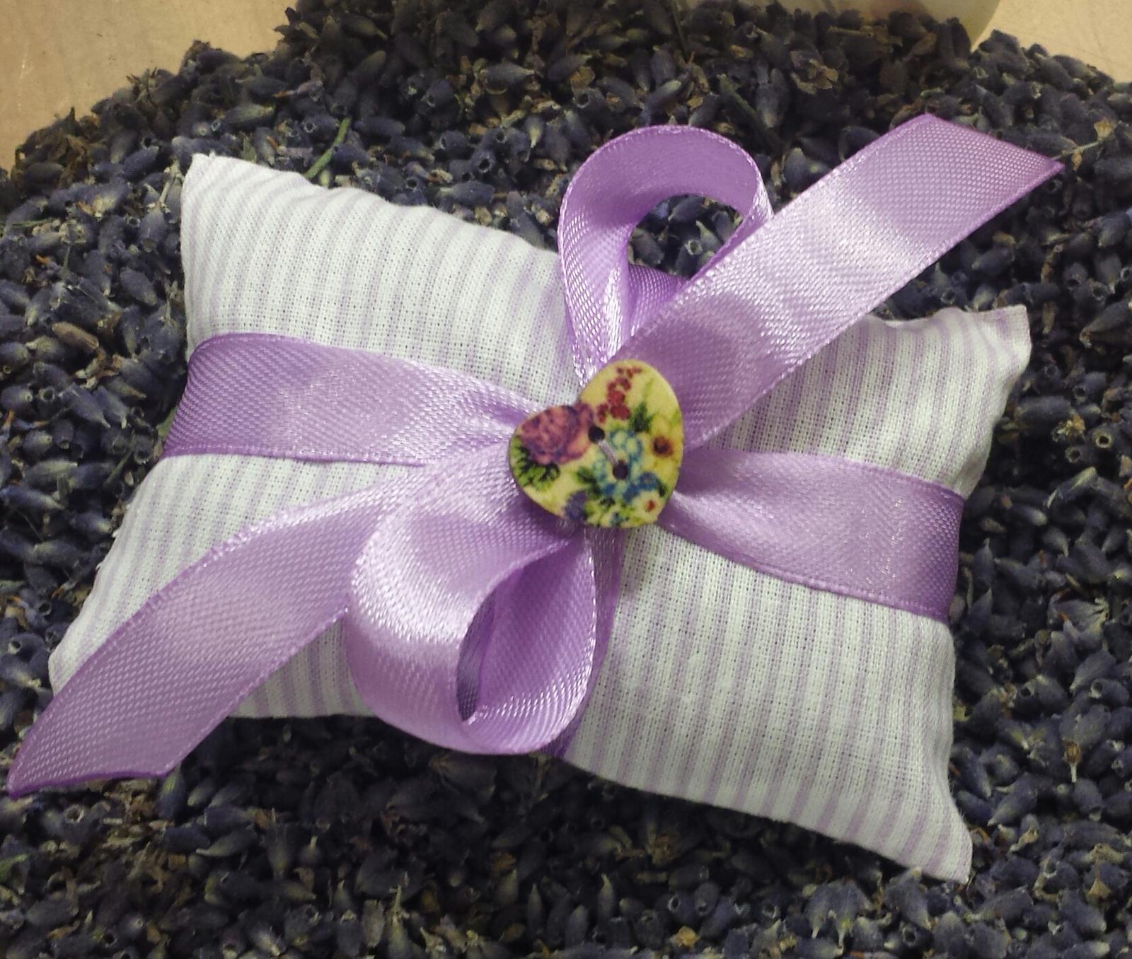 Polštářky pod prstýnky - Malinky na prani s levanduli...dostupne jen do vycerpani zasob letosni levandule.