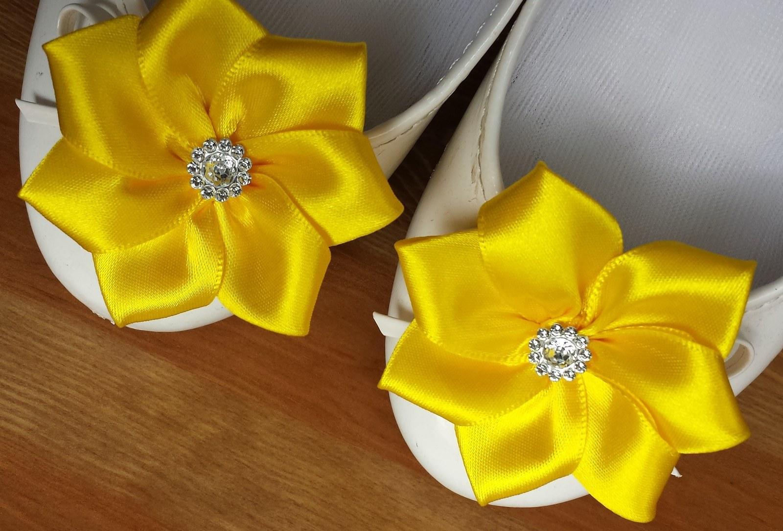 Klipy na boty pro nevěstu - kanzashi - Obrázek č. 2