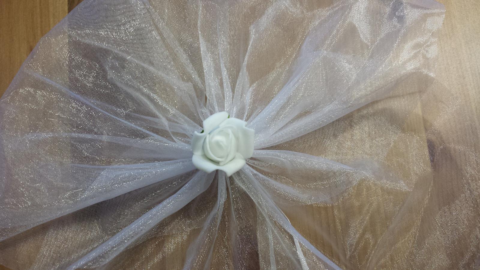 Bílá mašle na zrcátka/kliky bílá květinka vel. M - Obrázek č. 1
