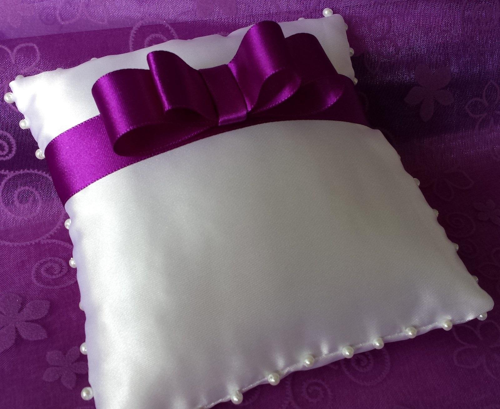 Bílý polštářek pod prstýnky s fialovou mašličkou - Obrázek č. 1