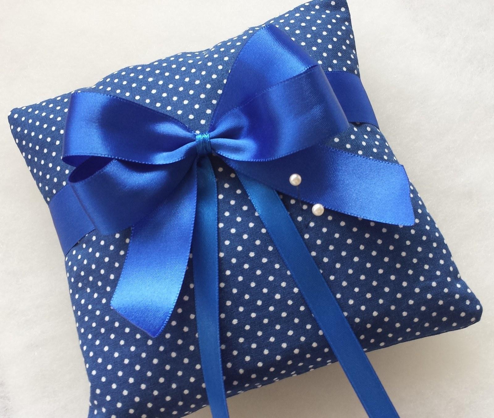 Tmavě modrý polštářek pod prstýnky s mašličkou - Obrázek č. 1