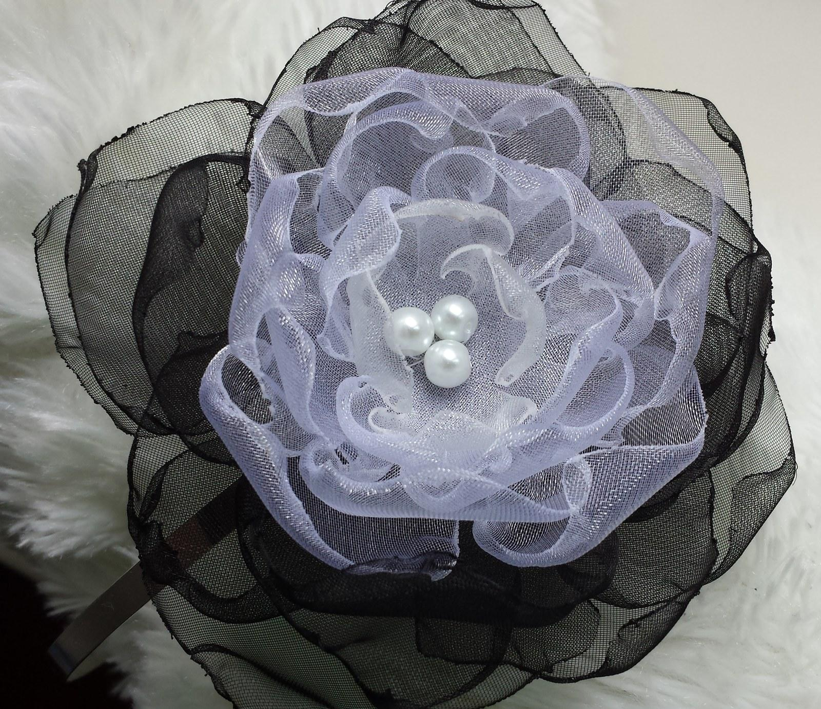 Black & White čelenka - Obrázek č. 1