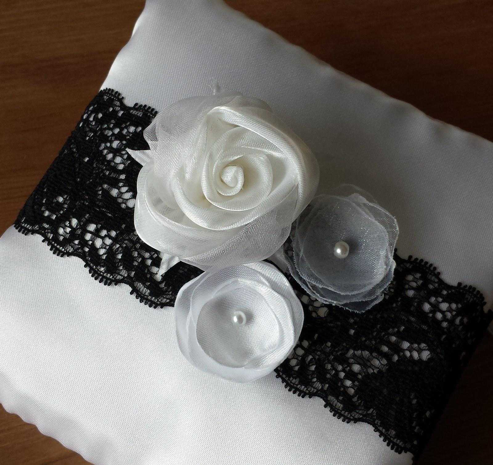 Black & White čelenka - Obrázek č. 3