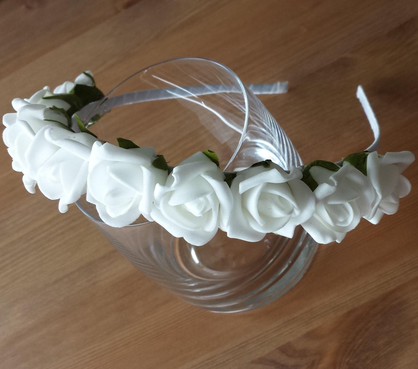 Bílá květinová svatební čelenka - Obrázek č. 1
