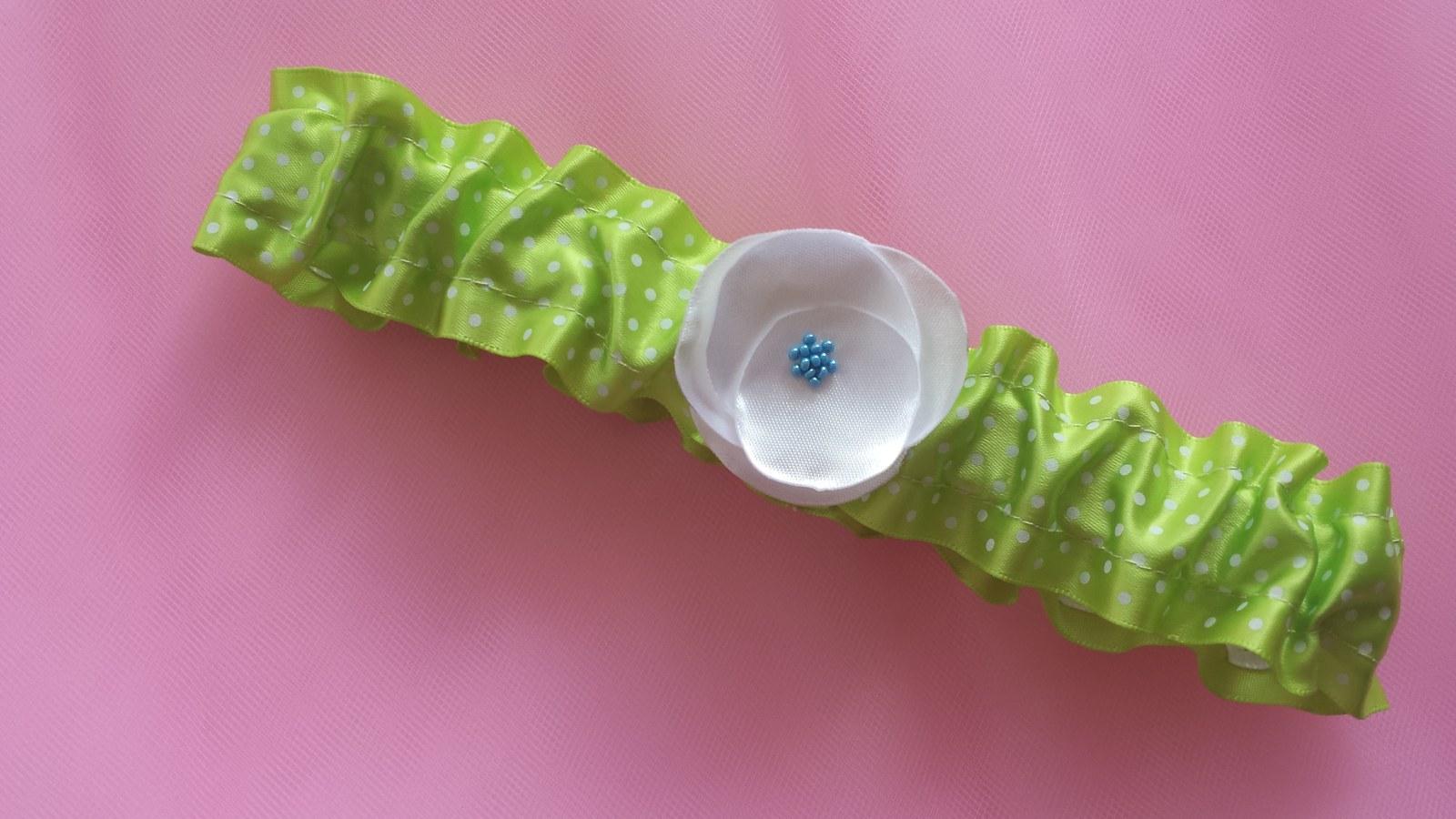 Zelený saténový puntíkatý podvazek - Obrázek č. 1