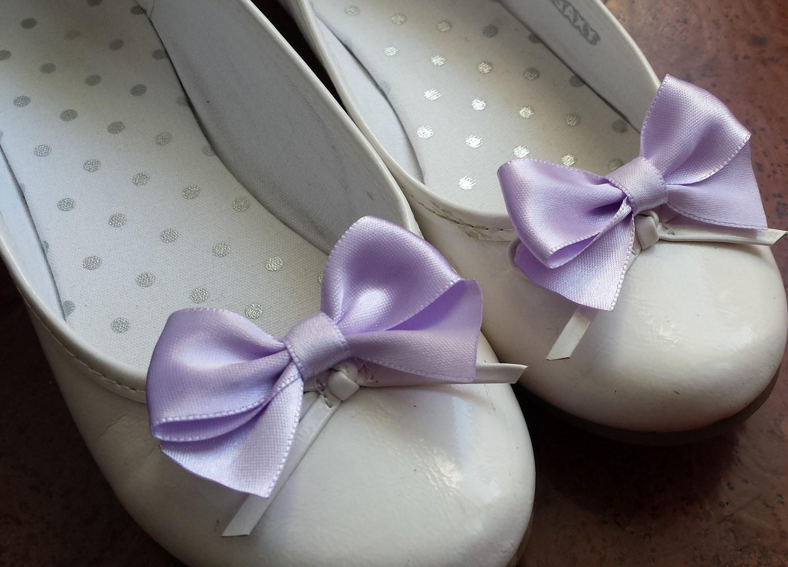 Klipy na boty pro nevěstu s lila mašličkou - Obrázek č. 1