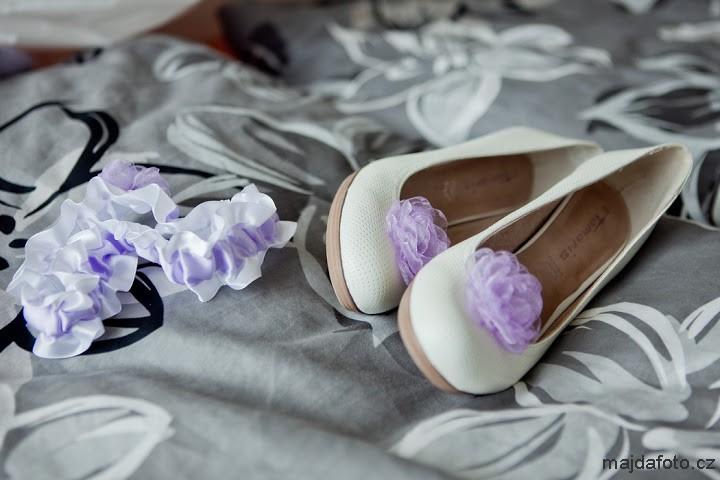 Klipy na boty pro nevěstu - lila kvítek - Obrázek č. 1
