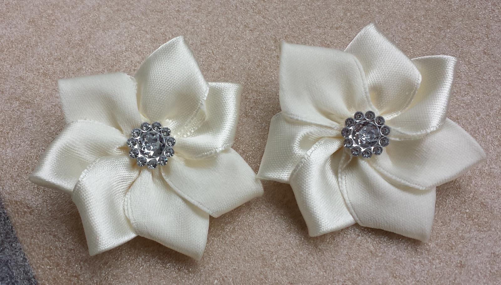 Ivory klipy na boty pro nevěstu - kanzashi - Obrázek č. 1